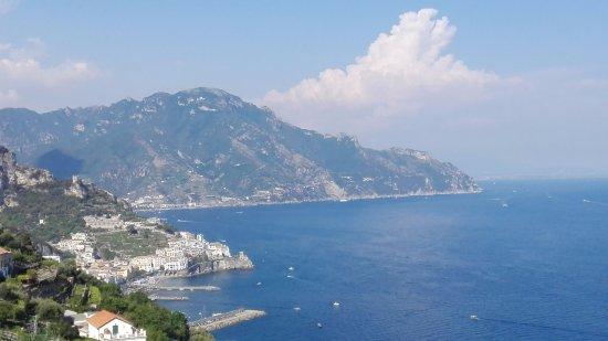 Hotel Villa Felice Relais: vista su Amalfi dalla camera