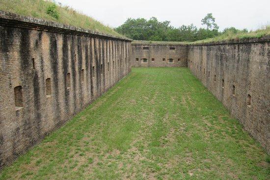 Fort Barrancas : walls