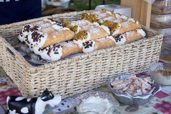 Chester, VT: Large Overstuffed Cannoli