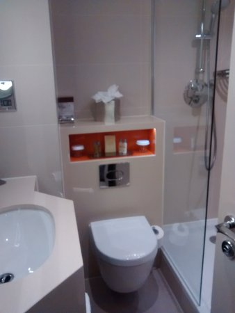 Compact shower room/WC - Picture of DoubleTree by Hilton London ...