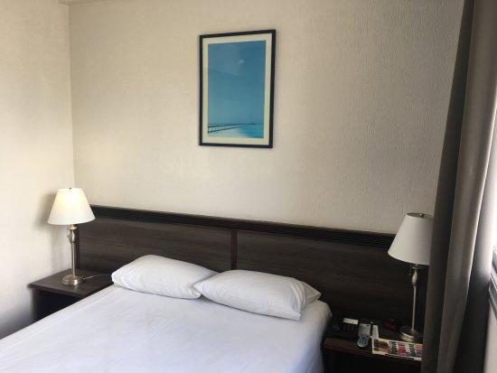 Hotel Le Paris Photo