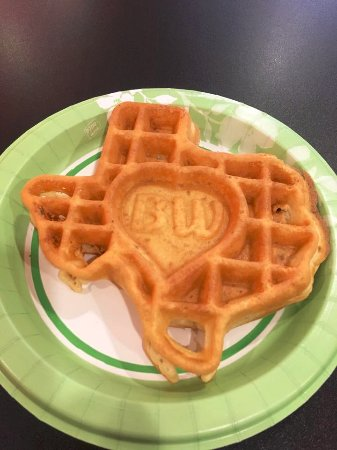 Best Western Plus Addison Galleria Hotel: Texas-shaped waffles for breakfast are awesome