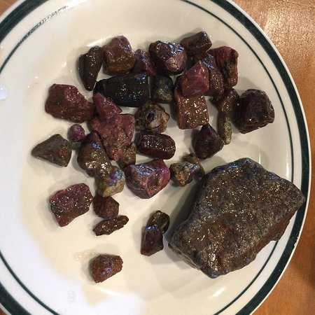 Cowee Gift Shop & Mason Mountain Mine : Gems found - the big one is a 1,024 carat sapphire!
