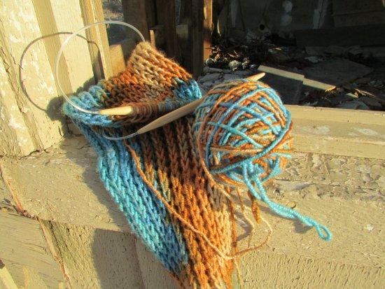 Big Bear City, Калифорния: Knitting in the desert