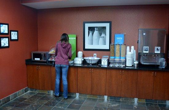 Hampton Inn & Suites Cashiers-Sapphire Valley: Cereal Bar