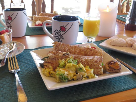 Sunny Rock Bed and Breakfast Minden: Breakfast crepes at Sunny Rock Bed and Breakfast in the #MyHaliburtonHighlands