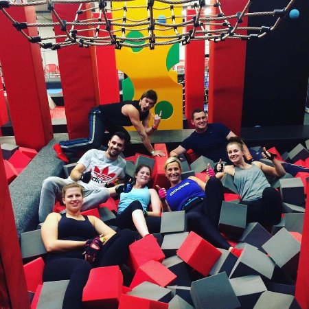 Heathfield, UK: Sometimes the foam pits are as good a place as any for a group selfie 😀