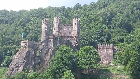 Trechtingshausen, Alemania: 存在感のある古城
