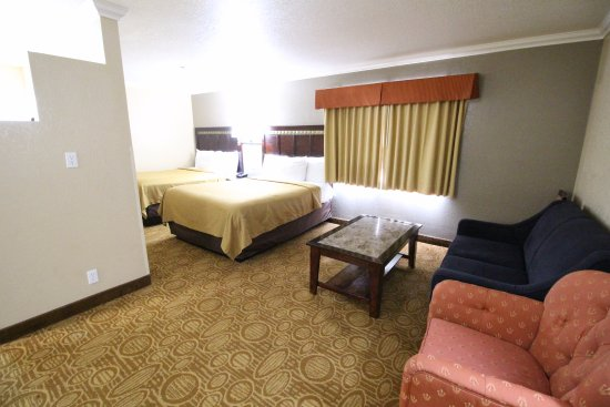 Fallbrook, CA: FAMILY SUITE (3 BEDS) - 2 QUEEN BEDS PICTURED