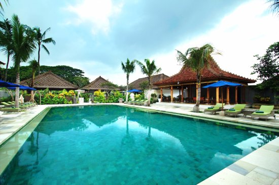Sudamala Suites & Villas: Day time by the pool