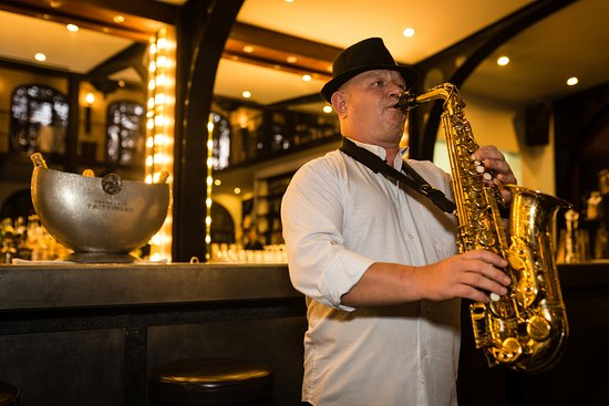 Heritage Suites Hotel: Enjoy cocktails and canapes every Thursday Jazz night from 7pm