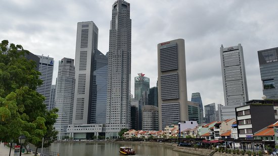 Boat Quay: Older 'wharf' area with modern buildings behind