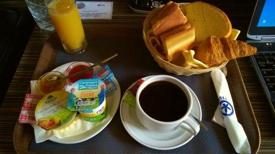 Pays de la Loire, Fransa: Petit déjeuner en chambre