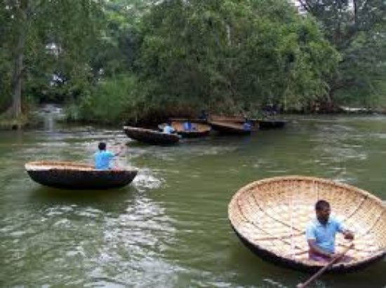 Hogenakkal, India: coracles