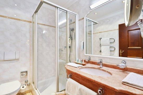 Alpenwohnen.XS - Badezimmer - Muster - Bild von Das Alpenhaus ...