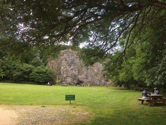 Bel endroit que sont les grottes de Saulges. Plein de choses à faire ici. Musée, visites des gro