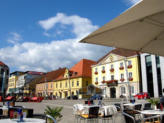 Bruck an der Mur, Austria: The view across the town square from Kornmesser house cafe.