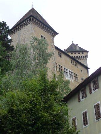 Château d'Annecy : Некогда грозные башни...