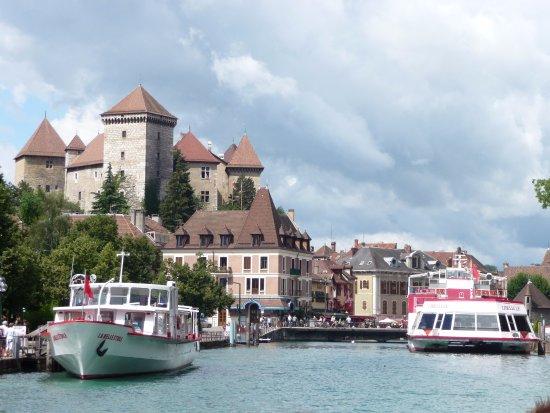 Château d'Annecy : Вид со стороны речного причала