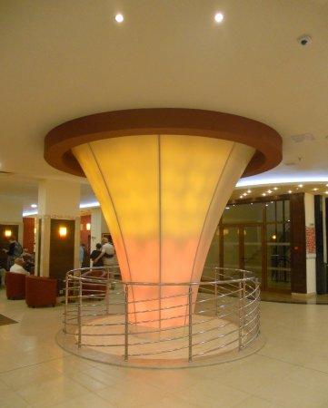Sol Nessebar Palace: Le lobby de l'hôtel