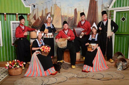Verrassend Op de foto in Volendamse klederdracht bij fotograaf Zwarthoed JW-88