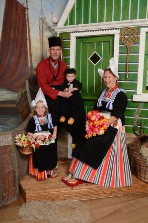 Fonkelnieuw Met het hele gezin in klederdracht op de foto. Een onbetaalbare JM-62