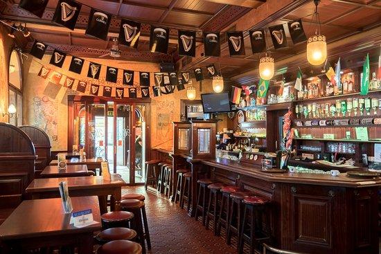 Molly Darcys Original Irish Pub : Molly Darcy's Inside