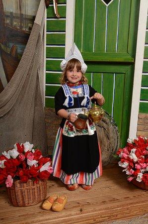 Hedendaags Een onbetaalbaar leuke foto van uw kind in Volendamse klederdracht ZN-03