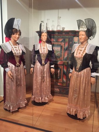 Museum Appenzell : Dresses worn by Swiss ladies