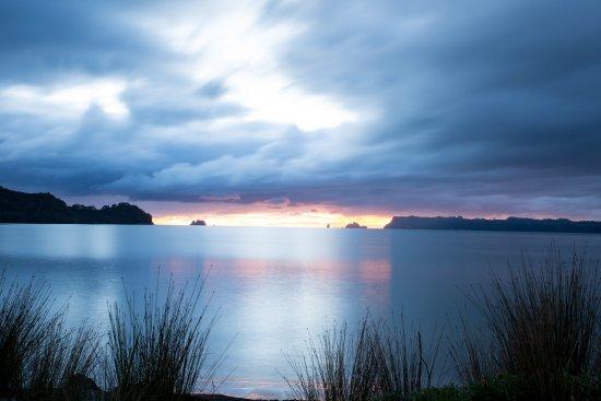 Beachfront Resort: Early morning snap....beautiful sunrise