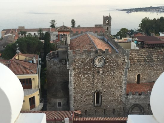 El Jebel Hotel: View over Taormina From Roof Top Terrace