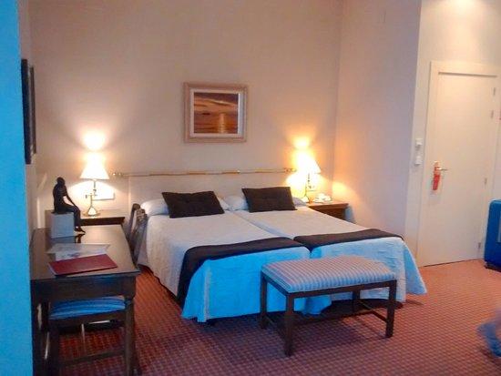 Hotel La Casa Grande Baena: Amplia.