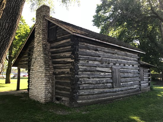 Dixon, IL: Old Settler's cabin (showing the side away from the river)