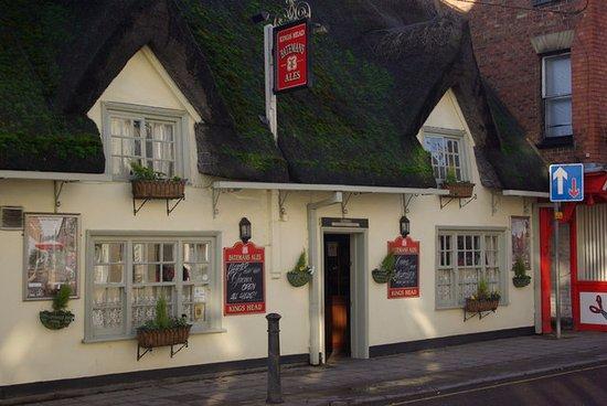 Horncastle, UK: Front view of the pub