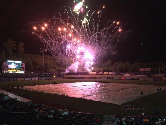 โกดัก, เทนเนสซี: Fireworks after the game