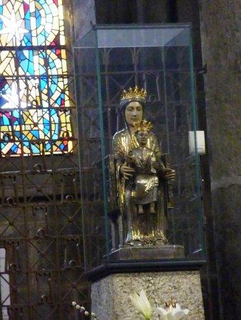 Orcival, France : Statue de la Vierge
