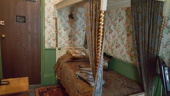 Pavilion Hotel: Mini habitación