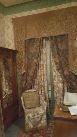 Pavilion Hotel: Muebles viejos