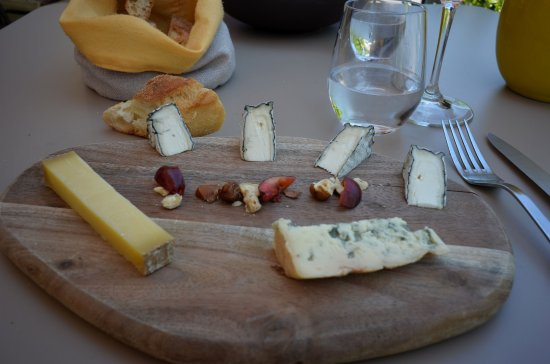 cheese tray photo de la ruche saint peray tripadvisor. Black Bedroom Furniture Sets. Home Design Ideas