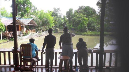 Palida  Resort: Fishing point, restaurant and bar.
