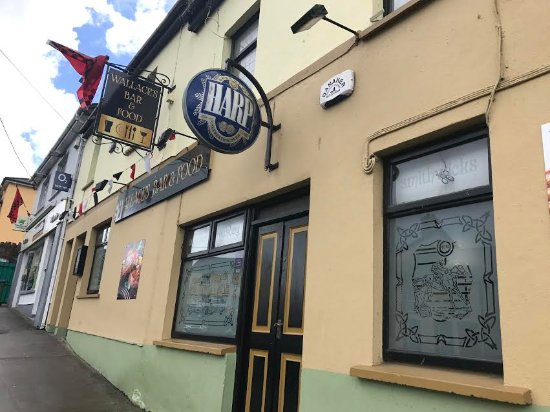 Glin, Ireland: Exterior of bar