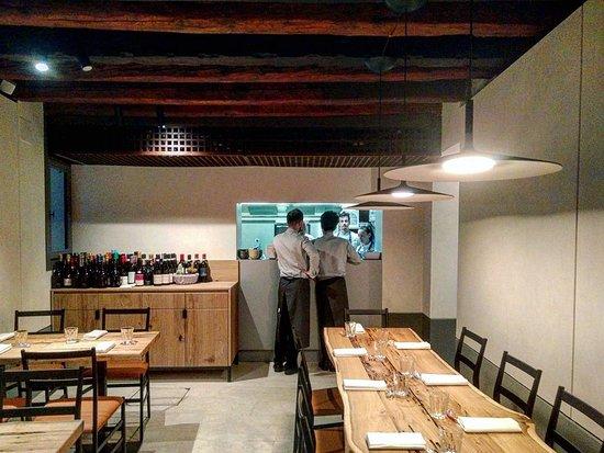 Sala con cucina a vista, per un servizio ottimale e osservare ...