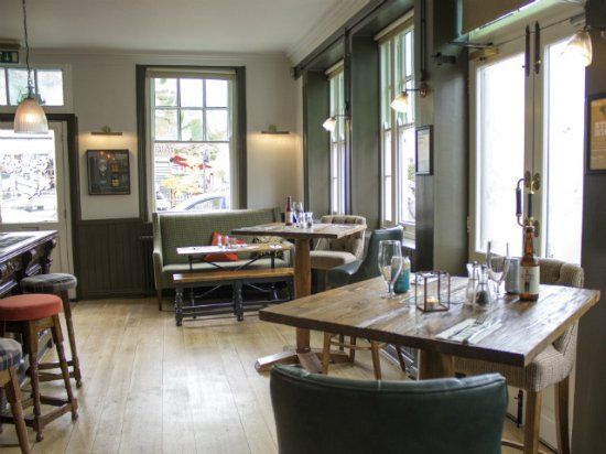 Hansom Cab: High tables for drinking and watching the world go by