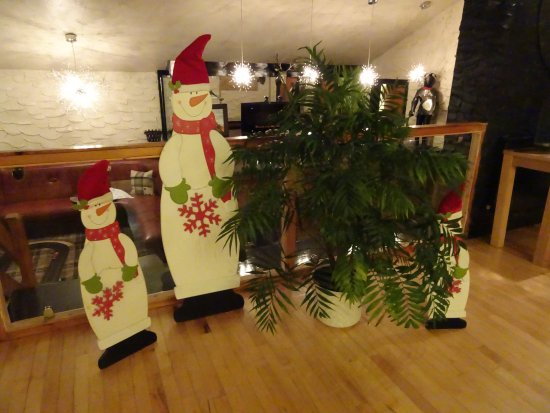 Westlands Hotel : Snowmen in Restaurant bar (3 bars in all) 1 in Lounge and 1 in Pool/tv bar