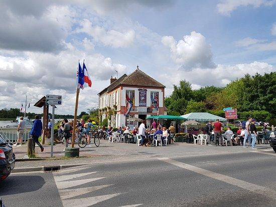 Benouville, France: 20170604_111146_large.jpg