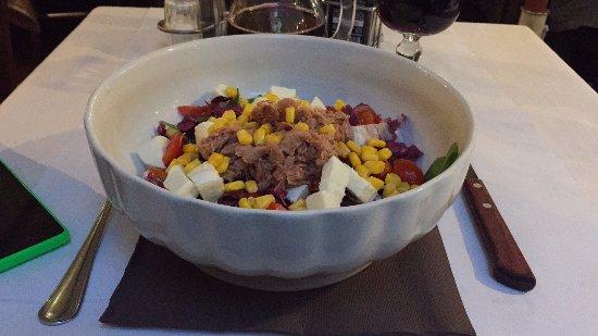 Pummarola Drink Ristorante : Салат с тунцом