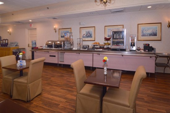 Seekonk, MA: Complimentary Full Breakfast Buffet