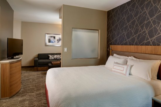 ‪‪Brentwood‬, ‪Missouri‬: Rest comfortably in our King Suites with areas to wind down, work or rest in style. ‬