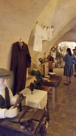 Interno foto di antica matera casa grotta matera for Interno casa antica