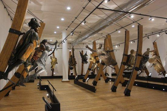 Museo Tecnico Navale della Spezia: Sala delle polene